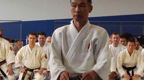Sensei Washizu Terumi en seiza à l'INSEP