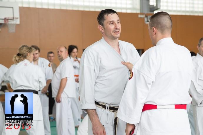 karate-gi robuste pour les saisies